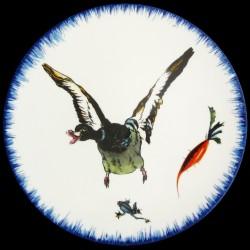 Plato llano Pato al vuelo, rana y zanahoria