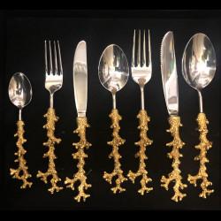 Set de 7 couverts corail en étain dorés à l'or fin