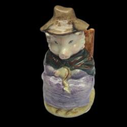 """Beatrix Potter Cochon assis sur une chaise """"And this Pig had none"""" 8 cm"""